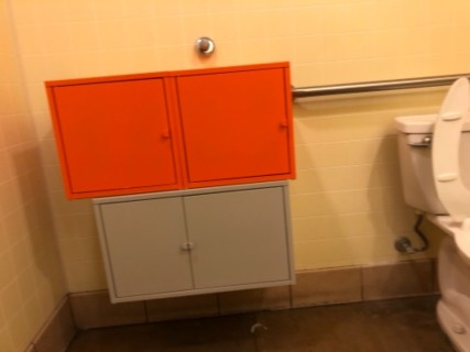 <h5>Dunkin' Donuts</h5><p> Dunkin' Donuts - Restrooms</p>