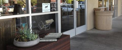 <h5>Milagro Grill - Entrance</h5>