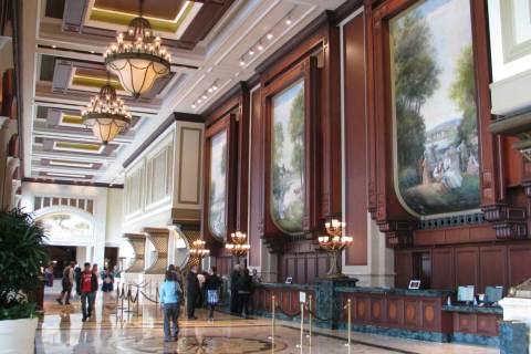 <h5>Manchester Grand Hyatt San Diego</h5><p> Manchester Grand Hyatt San Diego - Check-In</p>