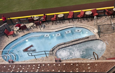 <h5>Outfield pool with lift</h5>