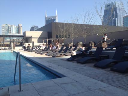 <h5>Pool lounge area</h5>