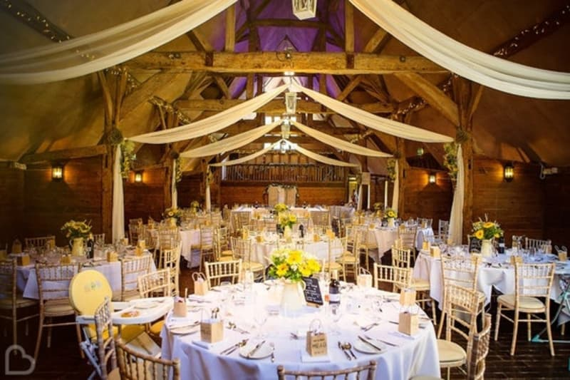 Lains Barn romantic wedding venue in Oxfordshire