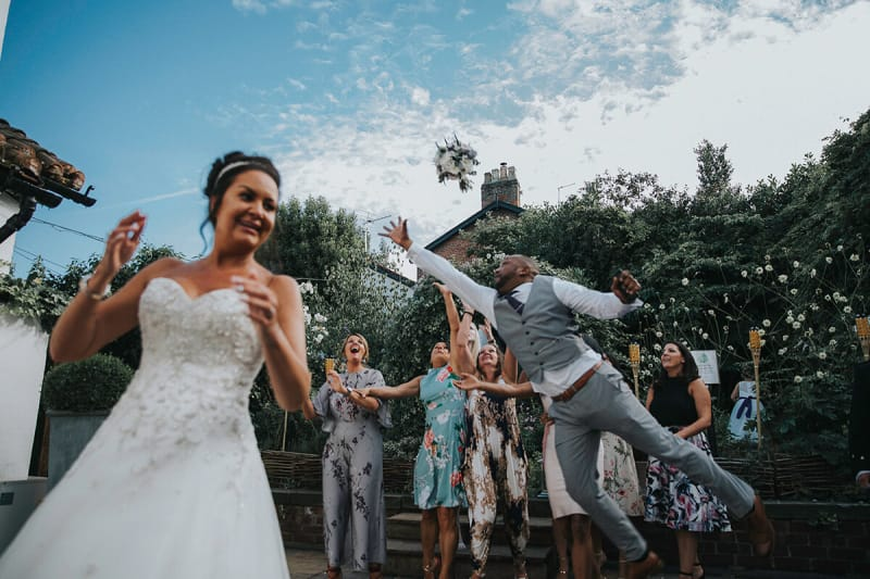 bouquet toss at a wedding, best wedding photos of 2018