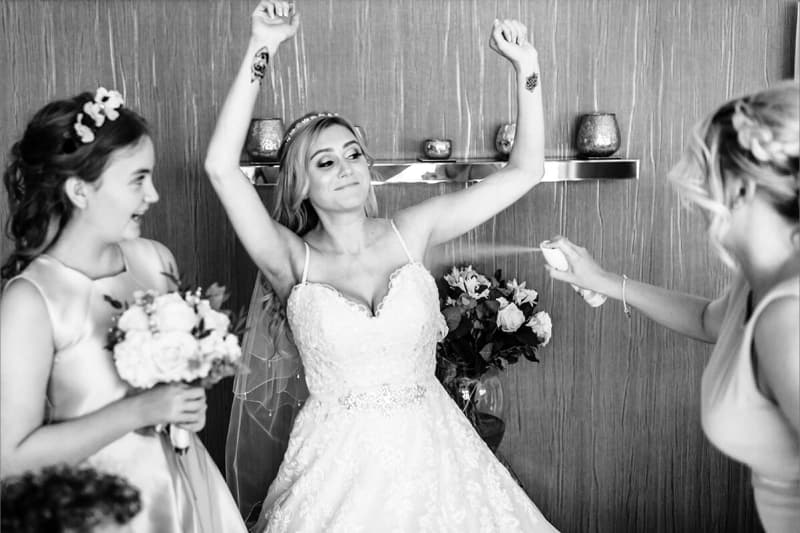 bridesmaid spraying deodorant on her bride. best wedding photos of 2018