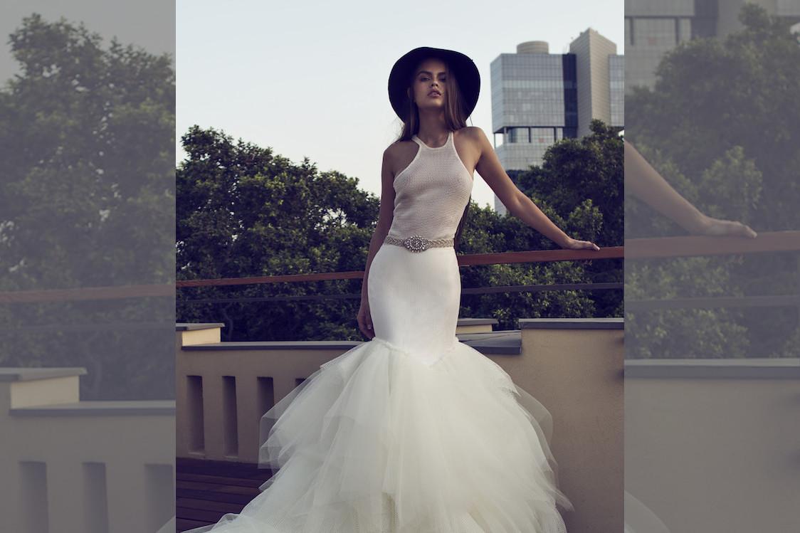 bridebook.co.uk-bride with hat