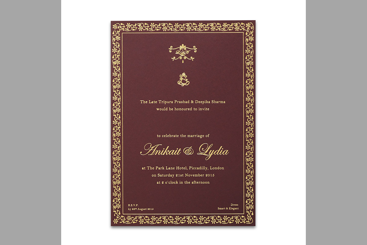 Bridebook.co.uk-Papeterie-Eugénie-maroon-wedding-invitation-metallic-foil-design
