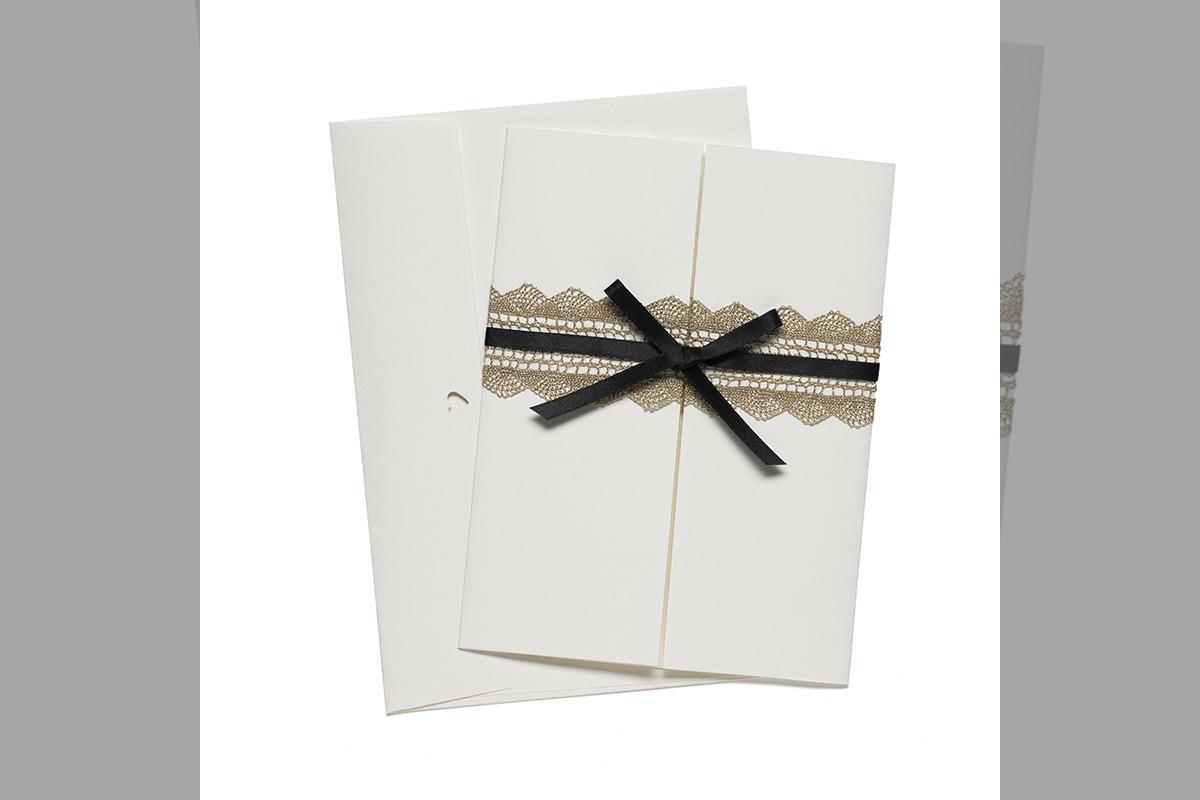 Bridebook.co.uk-Papteterie-Eugénie-wedding-stationery-lace-design