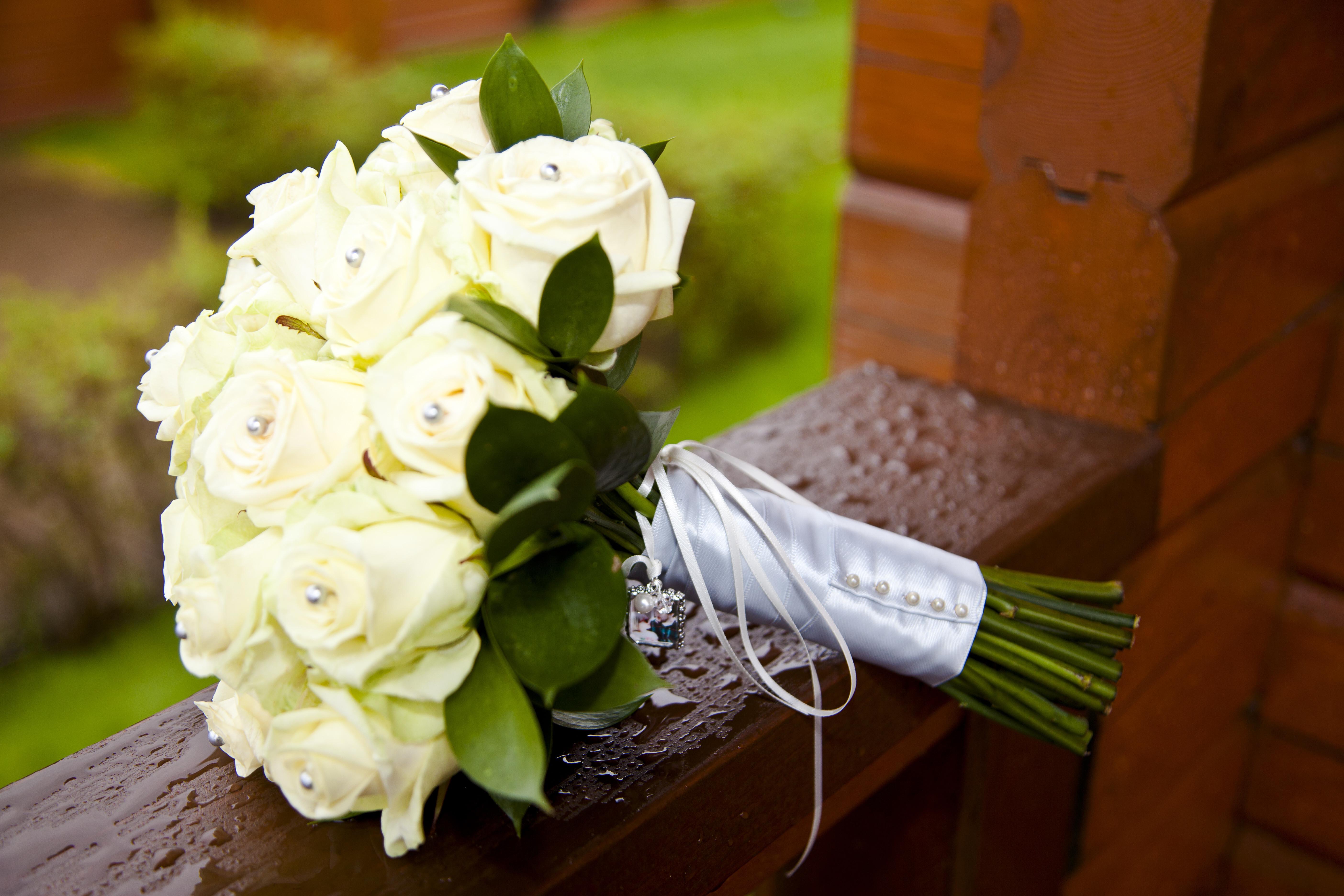 Scotland | Renfrewshire | Bishopton | Autumn | Classic | Modern | Blue | Cream | Country Club | Real Wedding | Sheila Galvin #Bridebook #RealWedding #WeddingIdeas Bridebook.co.uk