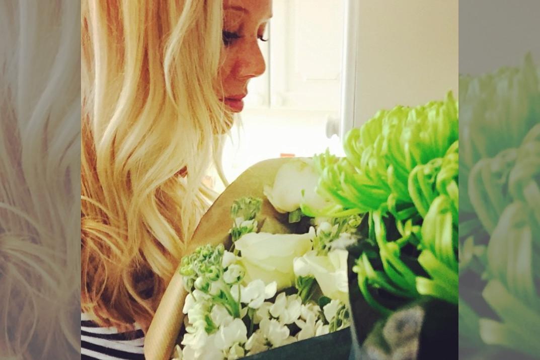 bridebook.co.uk-tiffany-wright smelling flowers