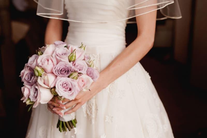 Bridebook.co.uk- holding a pale pink bouquet