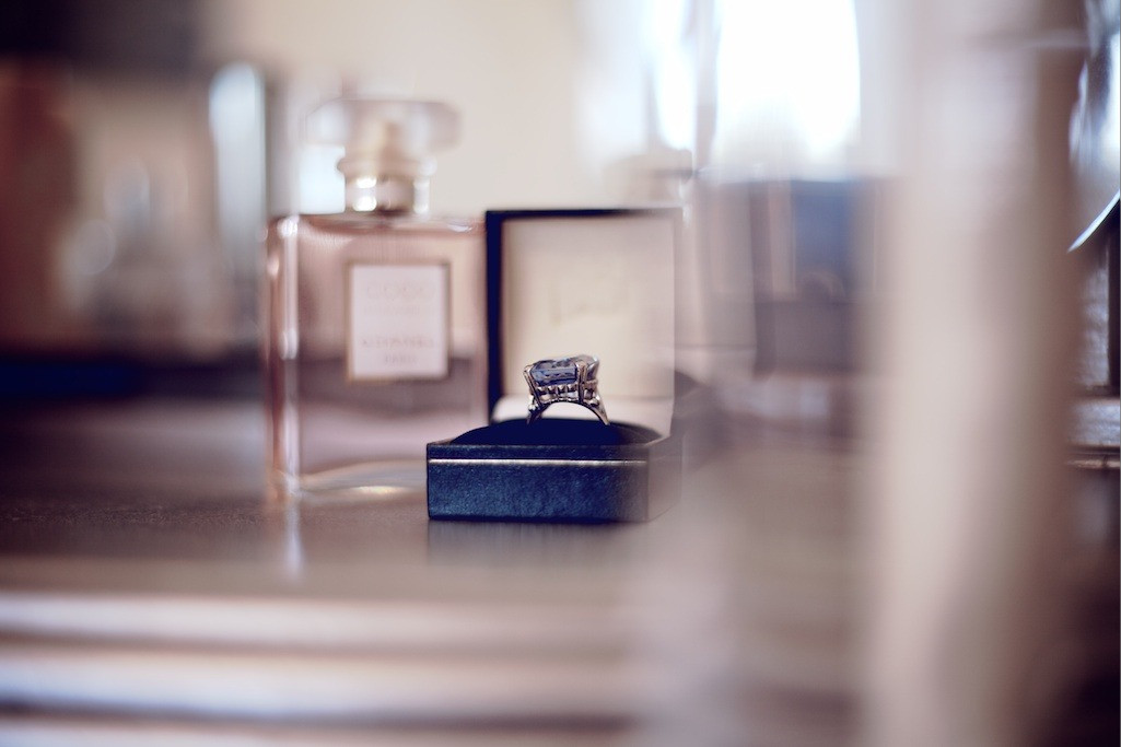 Bridebook.co.uk-engagement ring in blue velvet box