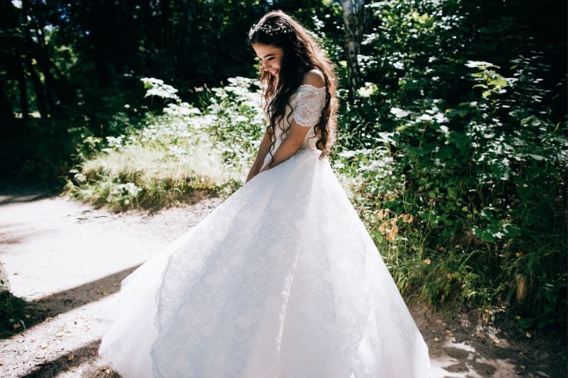 Bridebook.co.uk Summer Bride in lace dress with big skirt