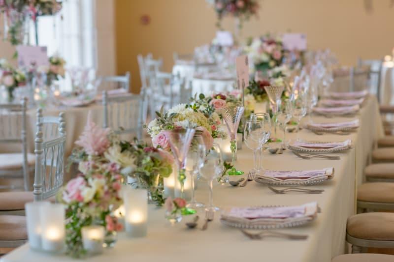 Bridebook.co.uk subtle wedding table decorations