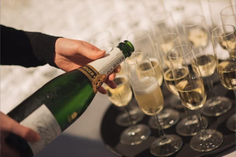 bridebook.co.uk-pol-roger-wedding-reception-champagne-being-served