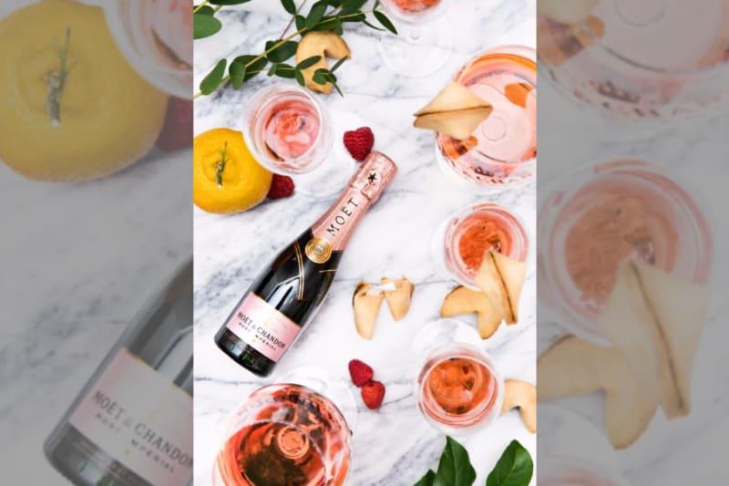Bridebook.co.uk moet princess bride champagne in pink