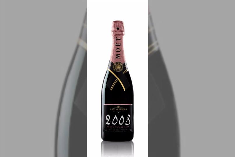 Bridebook.co.uk vintage moet champagne bottle