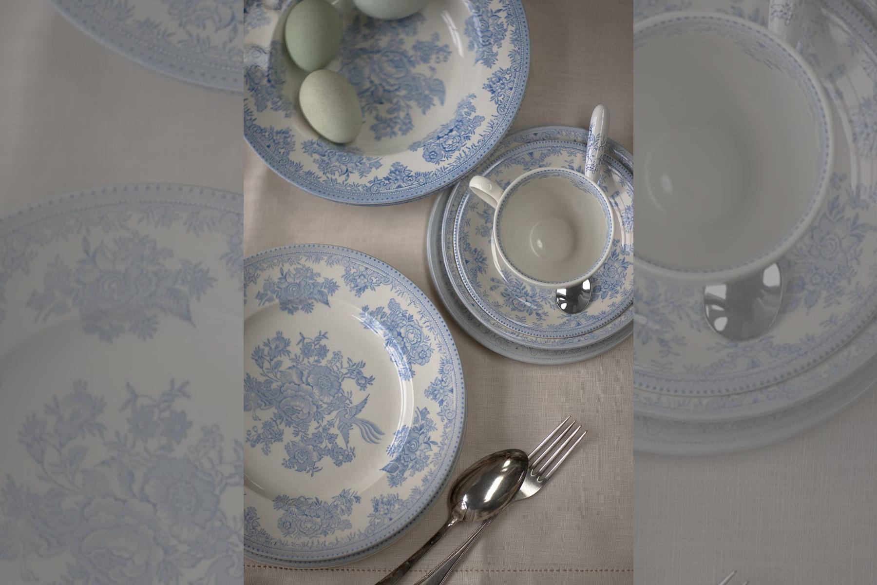bridebook.co.uk-prezola white and blue china