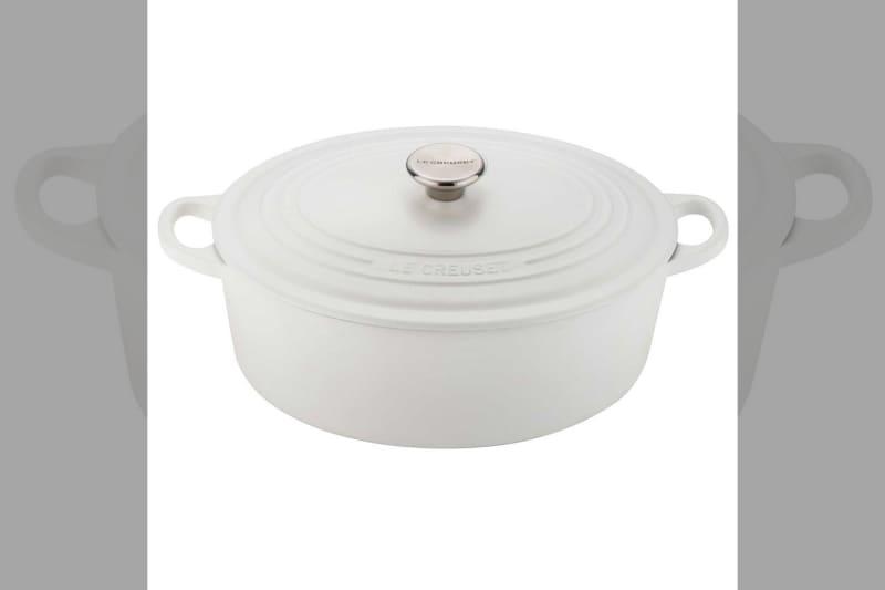 bridebook.co.uk-prezola le creuset white casserole