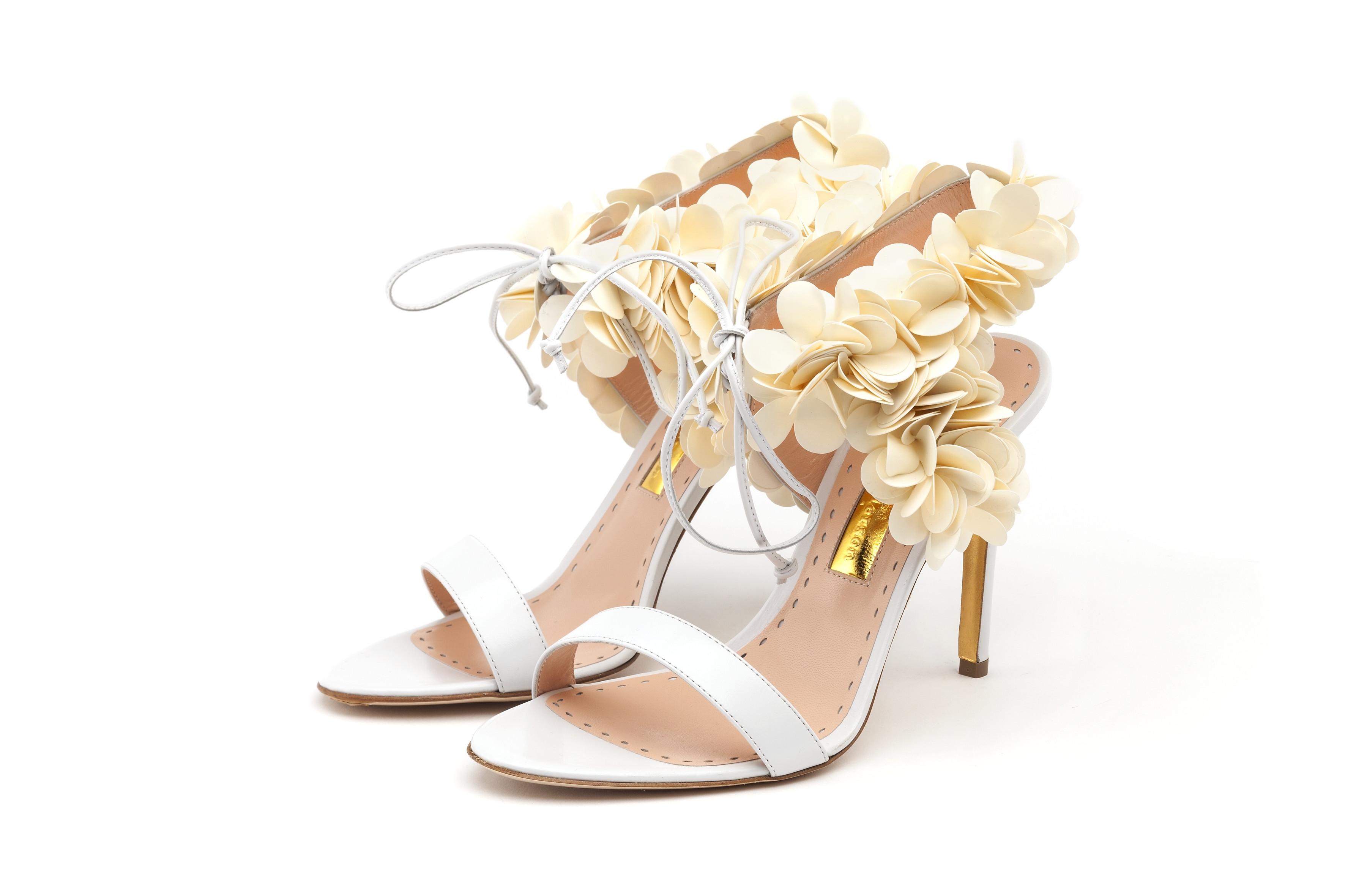 www.bridebook.co.uk-rupert-sanderson