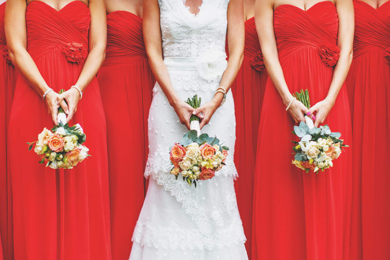 Bridebook.co.uk- bride and bridesmaids holding wedding bouquets
