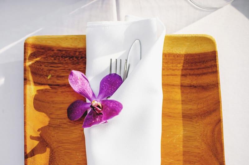 Bridebook.co.uk- purple flower place setting