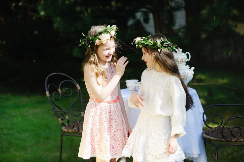 Bridebook.co.uk Flowergirls laughing