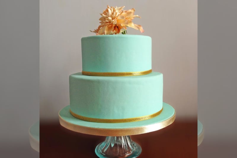 Bridebook.co.uk- mint green wedding cake decorated with a fantasy flower