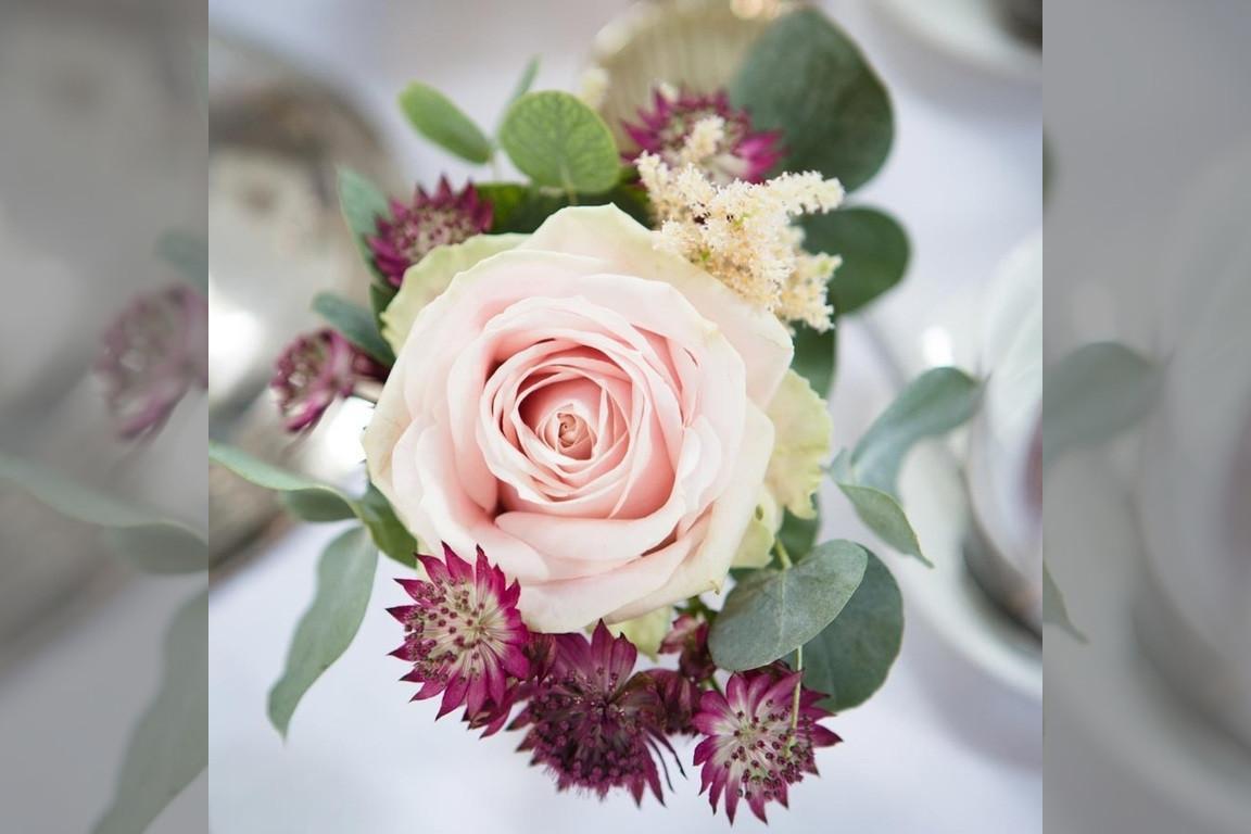 Bridebook.co.uk- bush rose buttonnaire