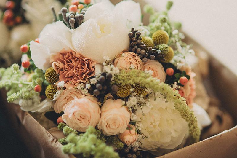 Bridebook.co.uk- wedding flowers in a box