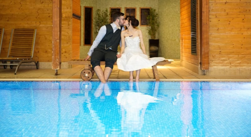 Bridebook.co.uk- bride and groom kissing by the pool