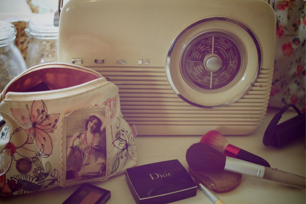 www.bridebook.co.uk makeup makeup case and vintage radio