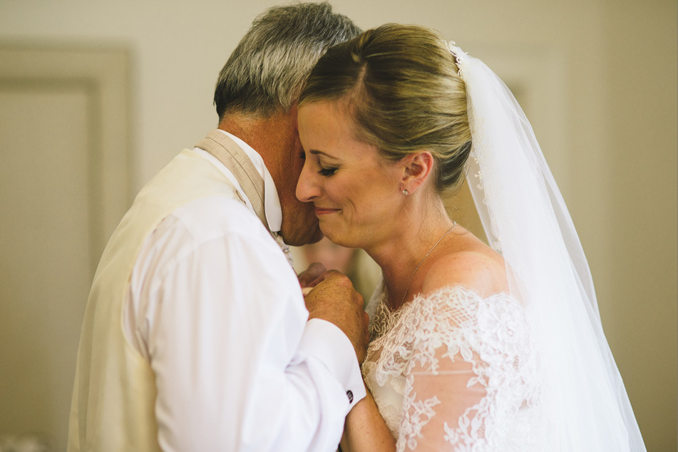 Bridebook.co.uk- father and bride hugging
