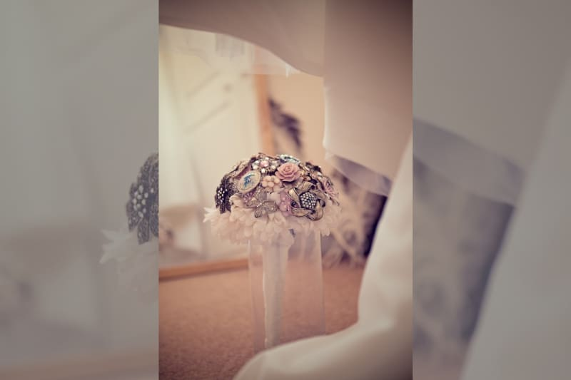 Bridebook.co.uk- brooch wedding bouquet