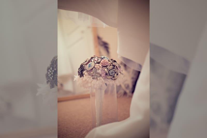 Bridebook.co.uk- brooch wedding bouquet
