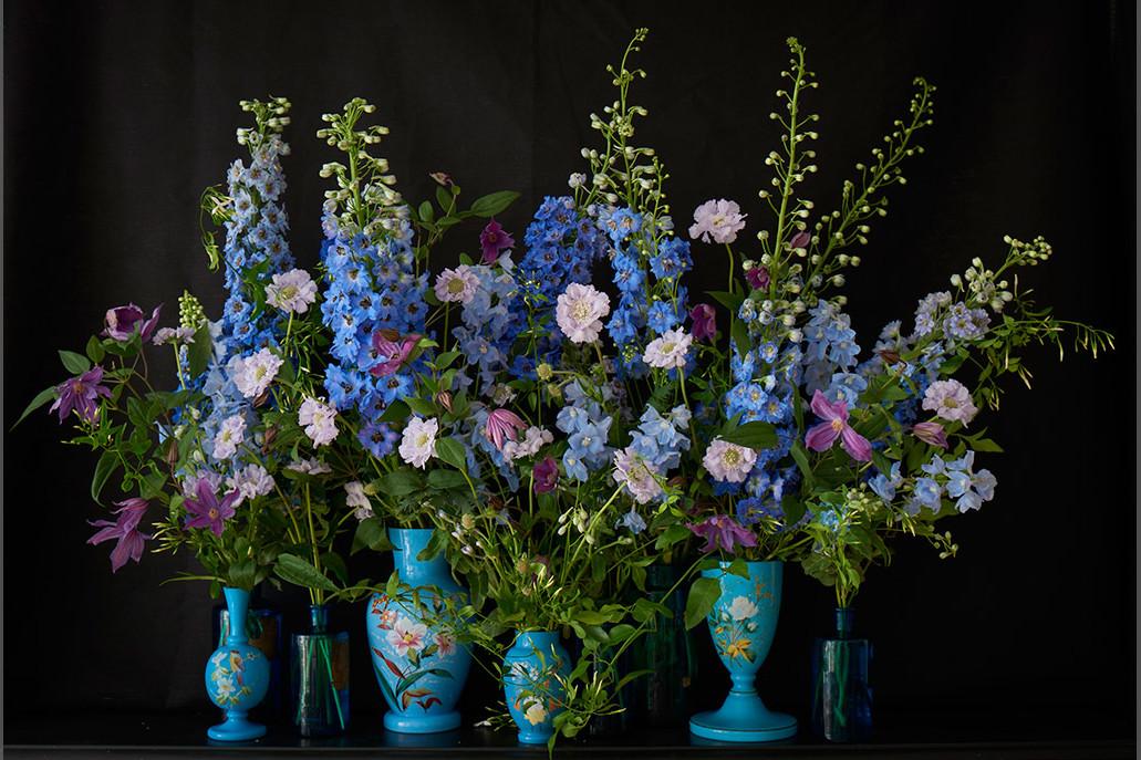 bridebook.co.uk blue flowers in blue vases