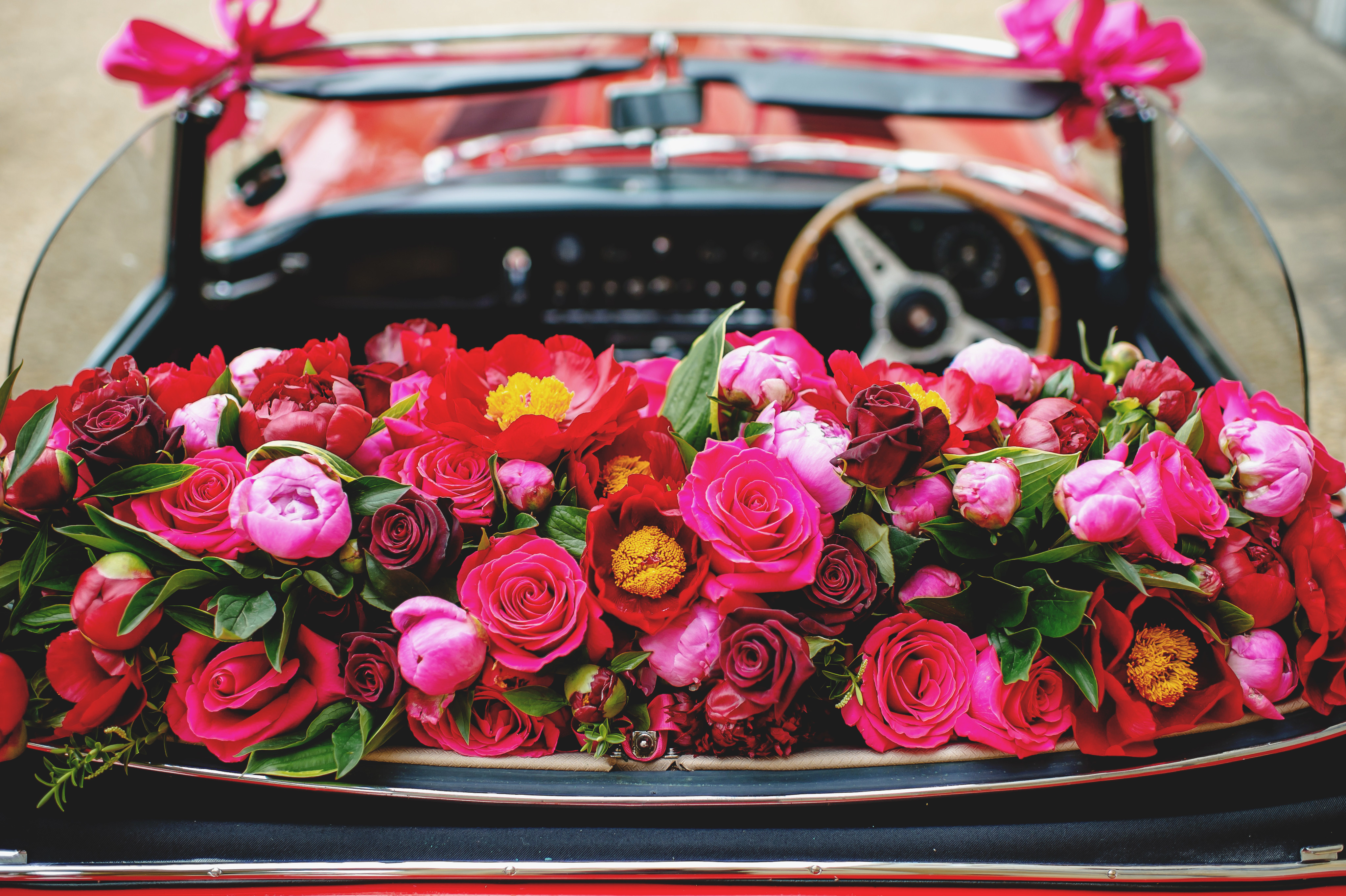 bridebook.co.uk-simon lycett car filled with flowers