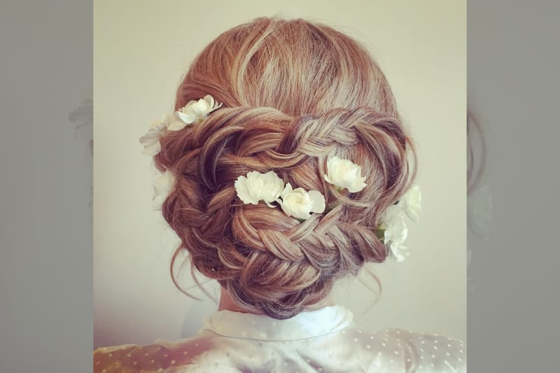 bridebook.co.uk-rose magnall up do with flowers