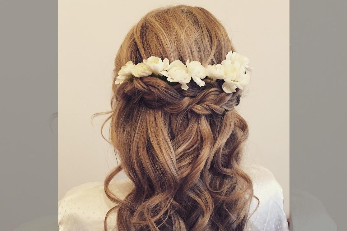 bridebook.co.uk-rose magnall half up floral do
