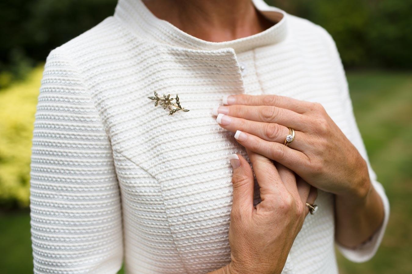 Bridebook.co.uk- mother of the bride brooch accessory