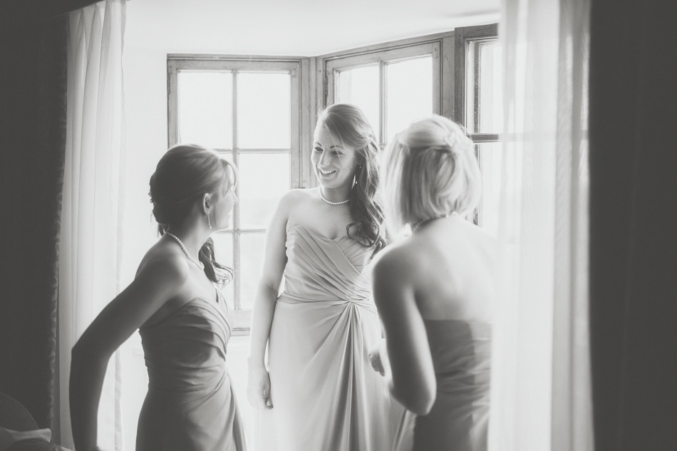 Bridebook.co.uk- bridesmaids laughing