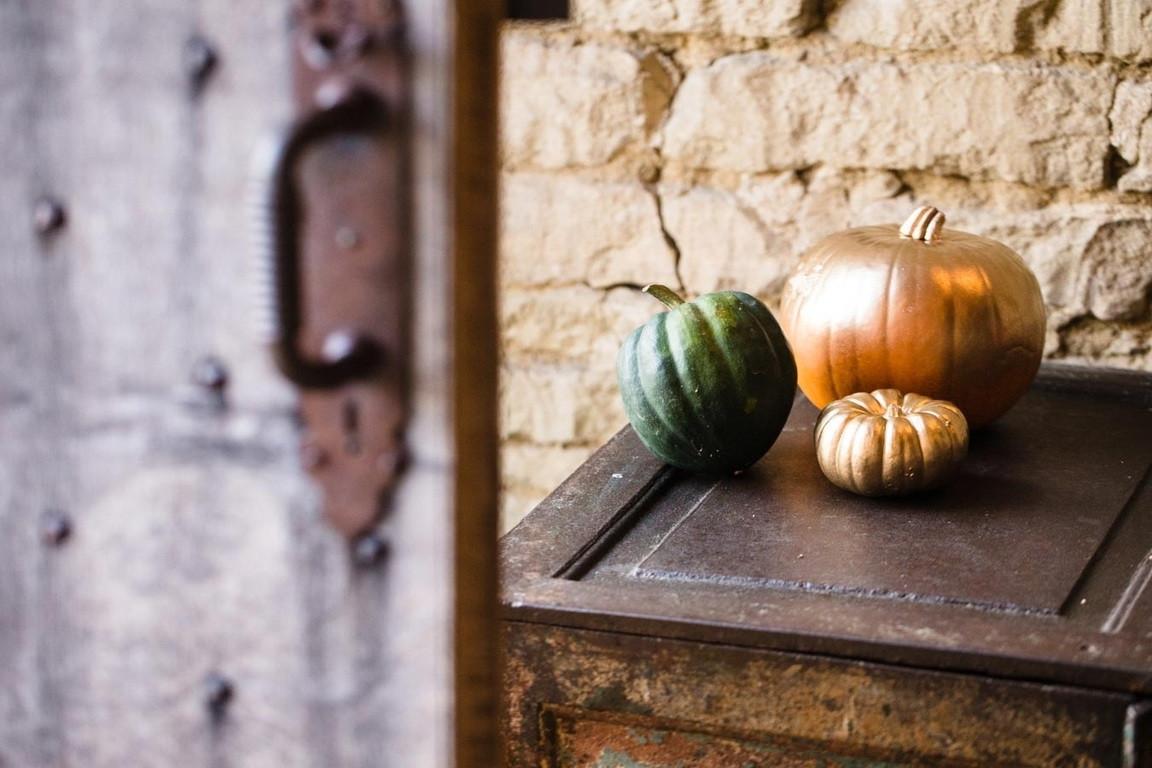 Bridebook.co.uk- pumpkins spray painted gold