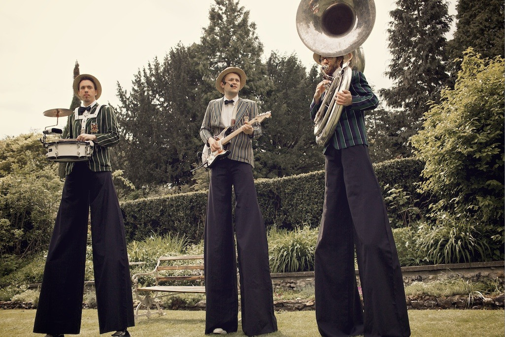 Bridebook.co.uk- wedding band performing on stilts