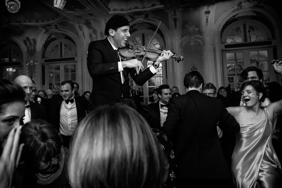 Bridebook.co.uk- violin player playing while guests dance