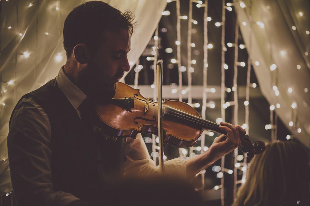 Bridebook.co.uk- violin player entertaining guests