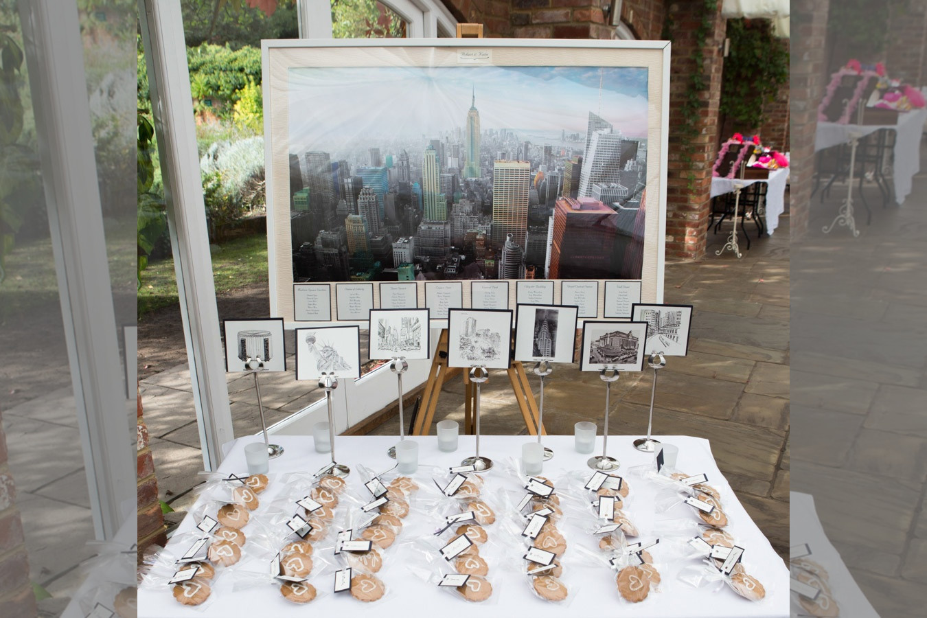 Bridebook.co.uk- new york skyline seating plan with favours
