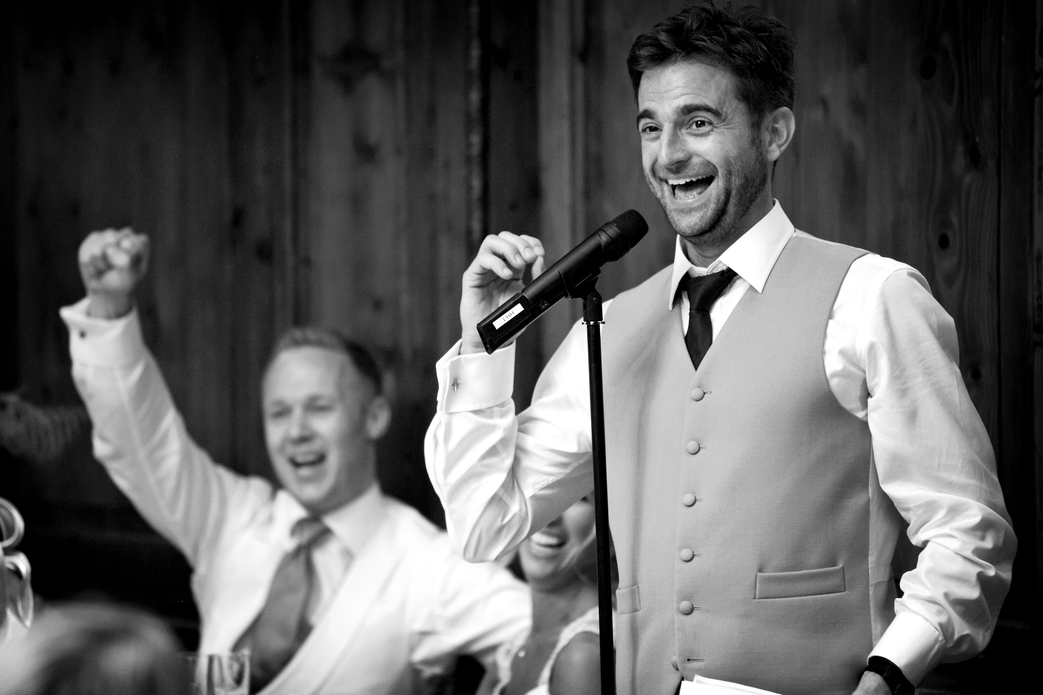 bridebook.co.uk-best man gives speech black and white