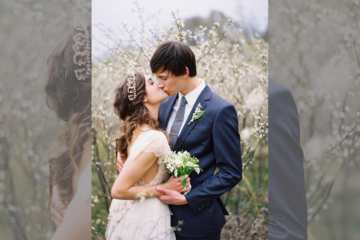 bridebook.co.uk bride and groom outdoors with a tiara