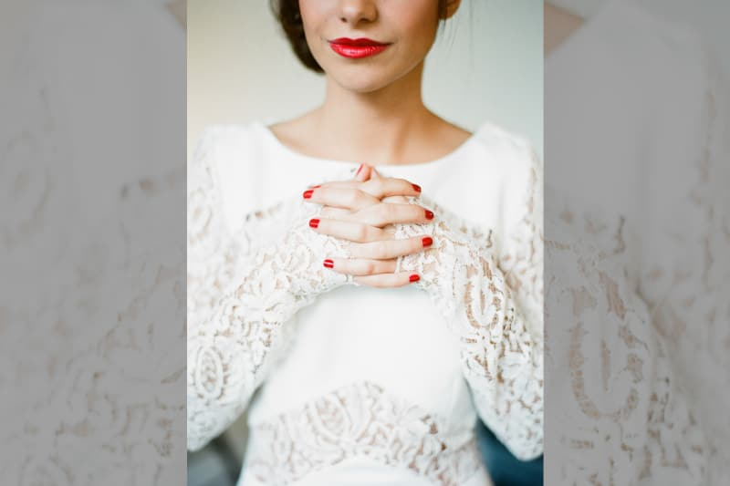 bridebook.co.uk bride in white with red lips and nails