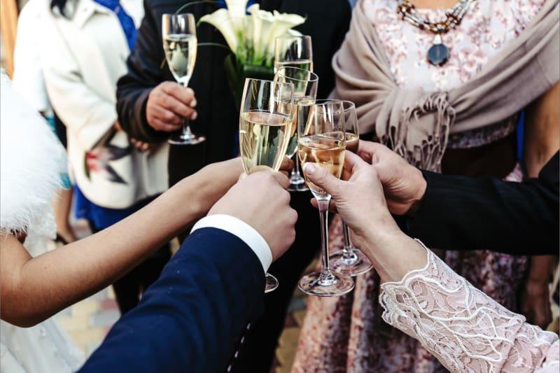 Bridebook.co.uk dessert wine toast