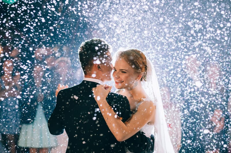 Bridebook.co.uk Bride and Groom first dance In Snow